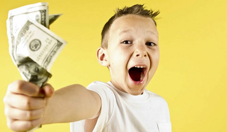 Ребенок с деньгами заработал